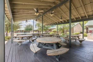 San Antonio Airport Hotel Guest Patio and Cabana Picnic Area
